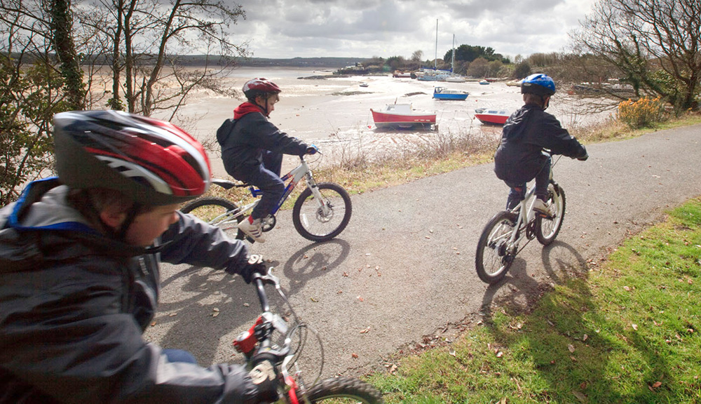 children cycling on the Tarka Trail